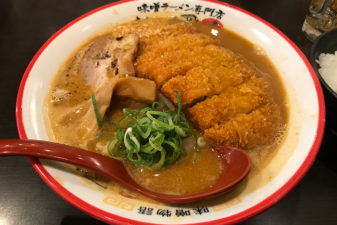 大阪梅田「麺屋・國丸」味噌カツラーメンの破壊力が抜群